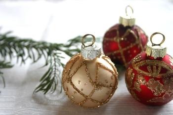 Christmas Baubles [photo via pixabay]