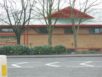 Pentwyn Leisure Centre, image courtesy of John Thorn via Wikimedia Commons