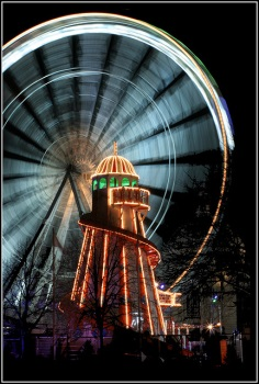 Fairground Attraction photo by Ben Salter [via Flickr CC2.0]